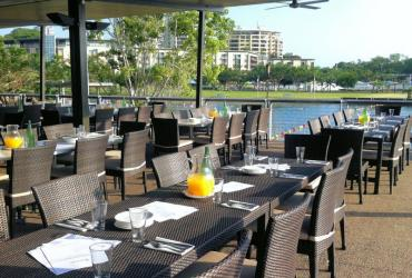 alfresco dining at the Darwin Waterfront
